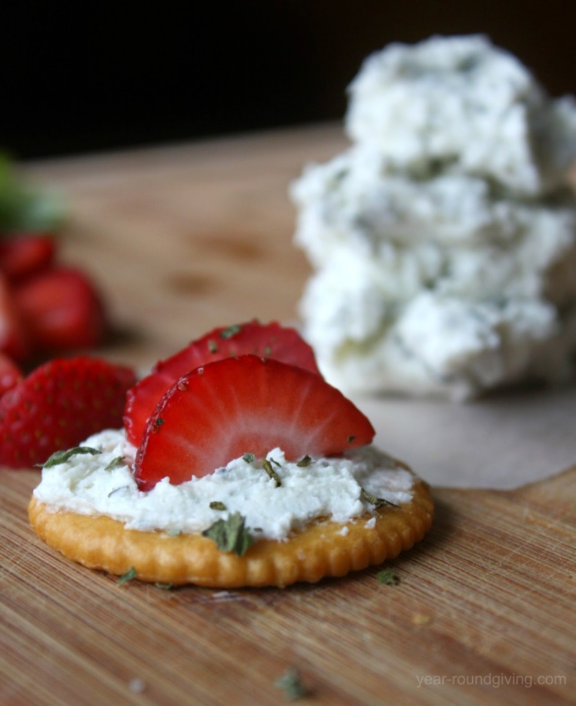 Basil Goat Cheese and Strawberry Crackers