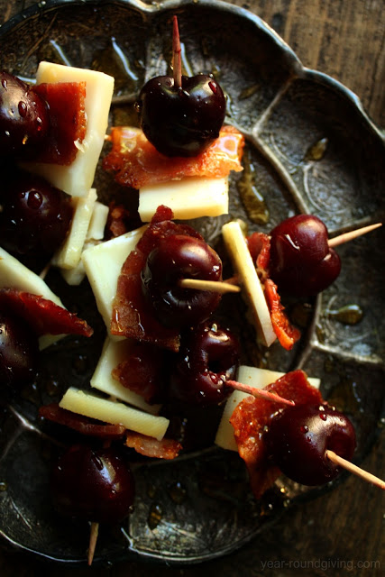 An easy to throw together appetizer with bacon. Cherry, Bacon & Goat Gouda with Honey Drizzle.